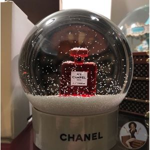 FLASH SALE CHANEL No.5 Limited Edition Snow Globe